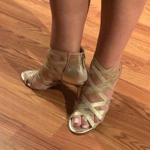 Metallic gold Tahari heels Size 10